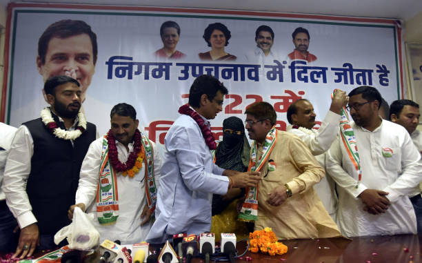 IND: AAP Sitting Municipal Councilor And Supporters Join Congress
