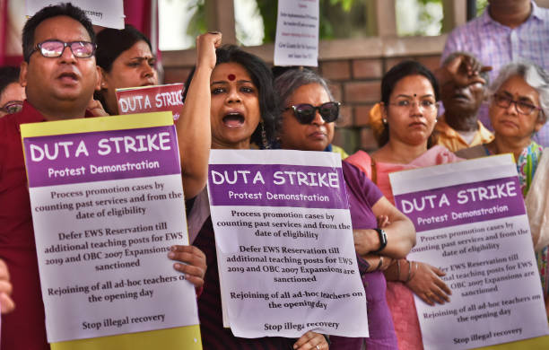 IND: DUTA Members Protest Against The Vice Chancellor