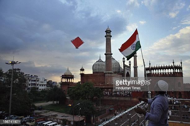 NEW DELHIINDIA AUGUST 15 Delhiite fyling kites on independence day near Jama Masjid on August 15 2012 in New Delhi India
