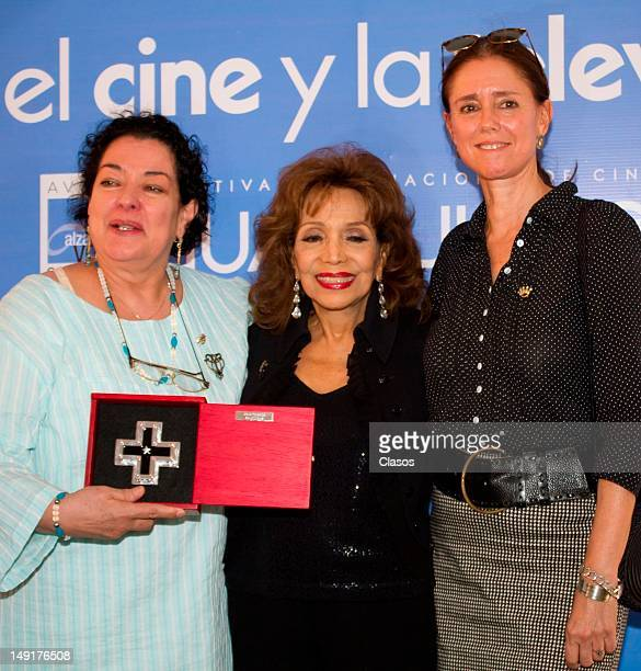 Delia Casanova, Maria Victoria and Julie Taymor pose for a picture during the tribute event Mujeres en el Cine y Televisión en la Ex Hacienda de San...