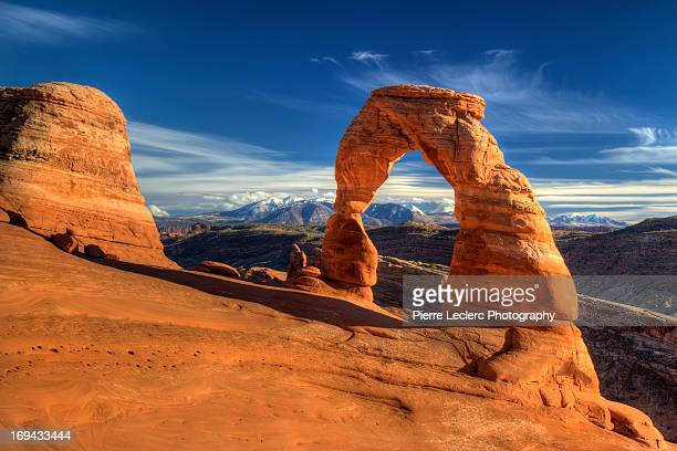 delicate arch, arches national park, utah - アーチーズ国立公園 ストックフォトと画像