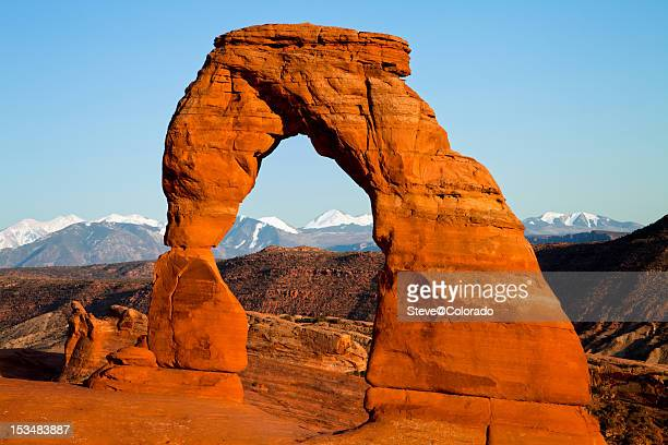delicate arch at sunset - delicate arch stock pictures, royalty-free photos & images