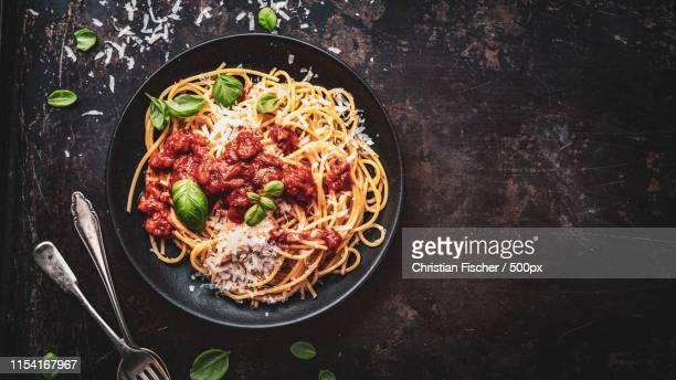 delicious appetizing classic spaghetti pasta with parmesan - comida pronta - fotografias e filmes do acervo