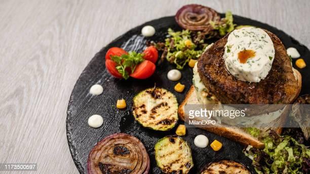 heerlijke biefstuk - hartig voedsel stockfoto's en -beelden