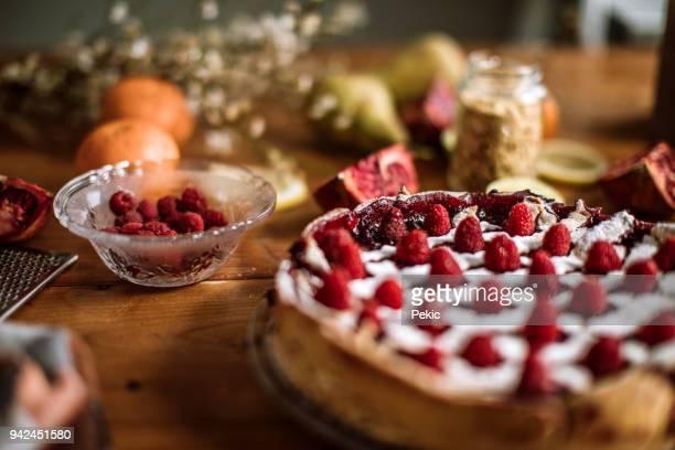 delicious berry pie decorated with fresh raspberries - dolci foto e immagini stock