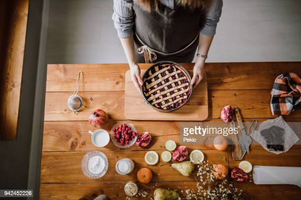 delicious berry pie ready to eat - sweet pie stock pictures, royalty-free photos & images