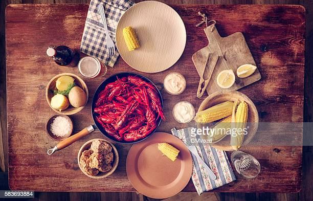 Délicieux rouge écrevisses à durs, maïs et des pommes de terre et de la bière