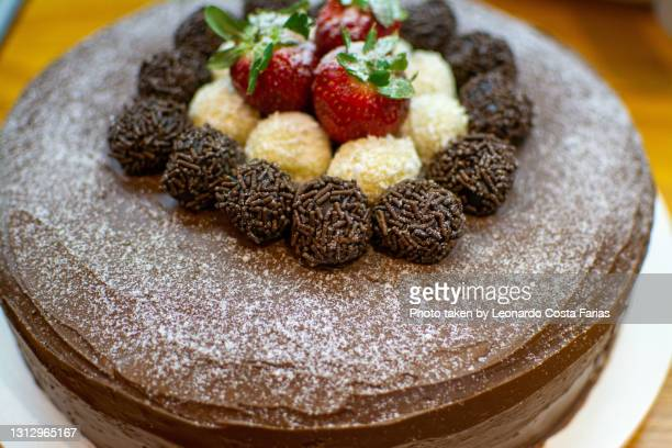 delicious cake - leonardo costa farias stock pictures, royalty-free photos & images