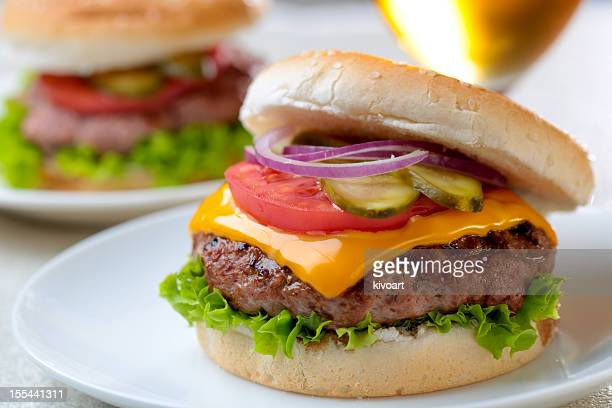 delicious cheeseburger - cheeseburger stock pictures, royalty-free photos & images