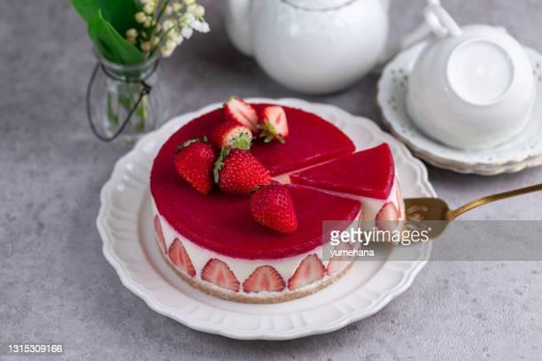 deliziosa cheesecake con fragole fresche senza cottura - torta di ricotta foto e immagini stock