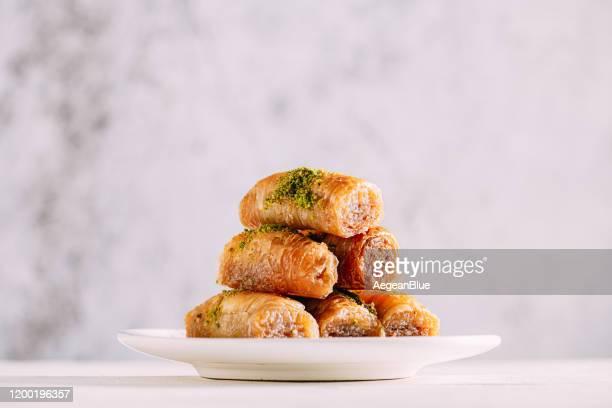 délicieux dessert baklava - bonne fete de ramadan photos et images de collection