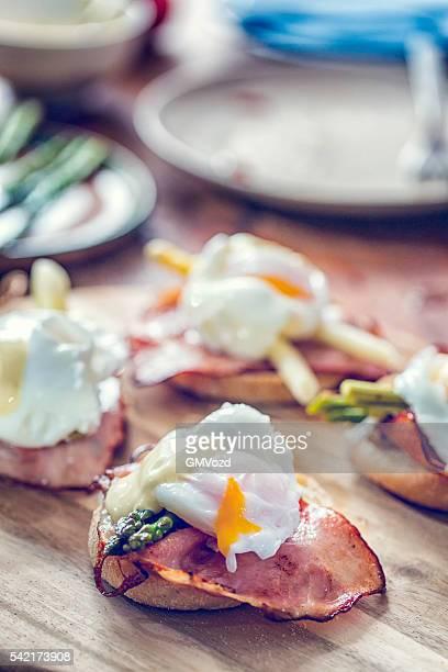 Köstliche Eier Benedikt für Frühstück