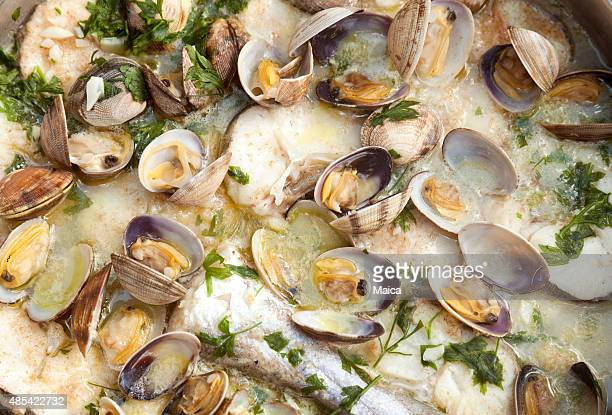 deliciosos estofado de pescado primer plano - merluza fotografías e imágenes de stock