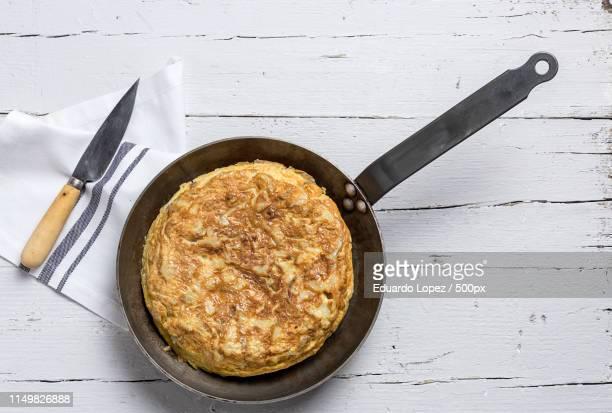 delicious potato omelet - tortilla de patata fotografías e imágenes de stock