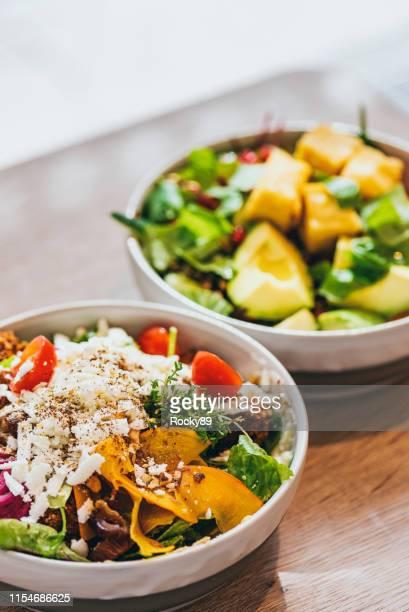 leckere vegane, glutenfreie schalen - kohlenhydratarme diät stock-fotos und bilder