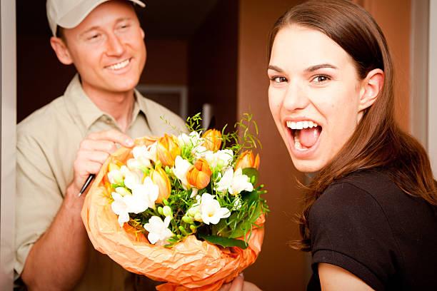 Цветы в подарок с курьером, букеты фурштатская
