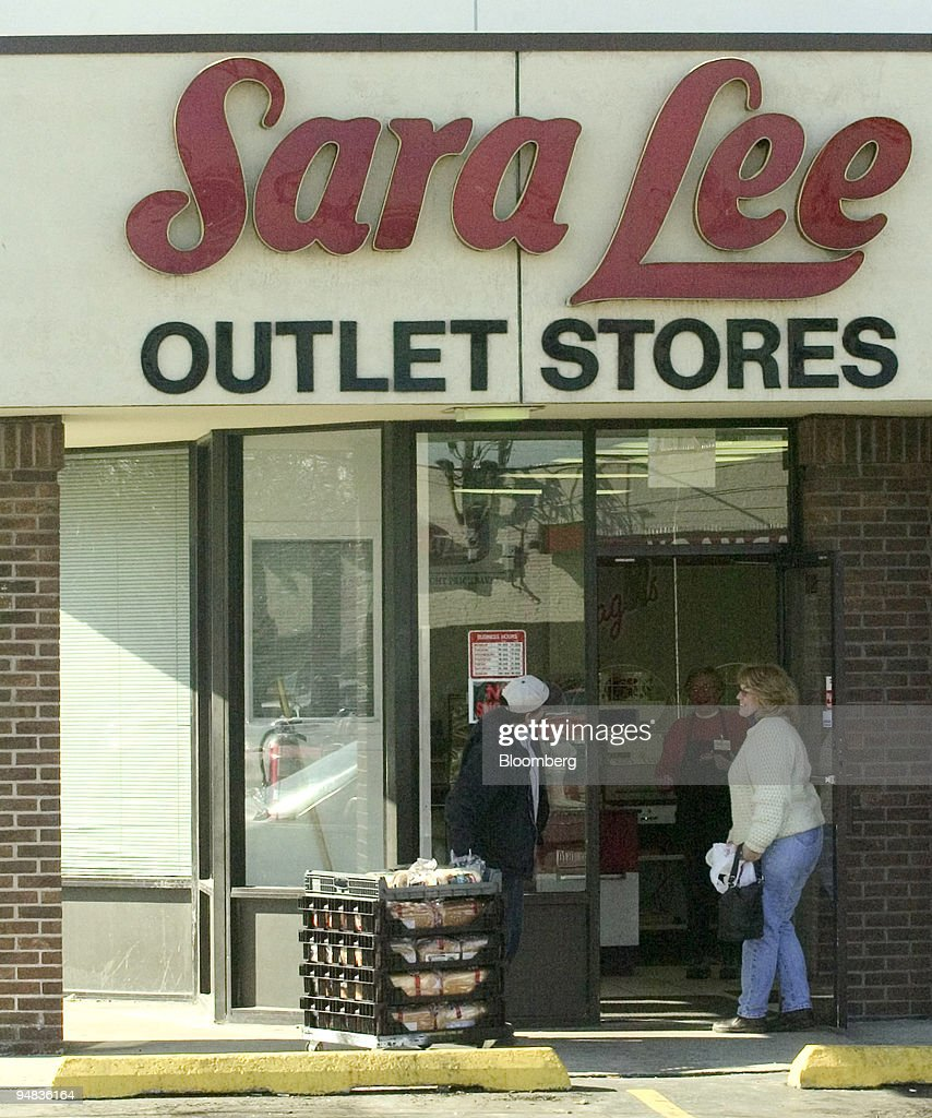 A Delivery Man Brings Bread Loaves To A Sara Lee Outlet Store In Chicago,  Illinois