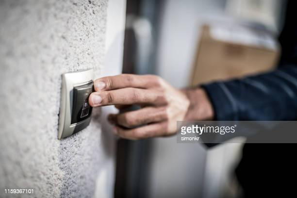 delivery man ringing doorbell - ring stock pictures, royalty-free photos & images