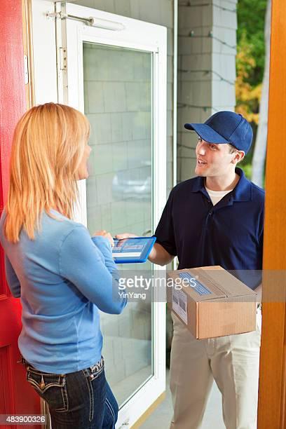 配達をお届けするパッケージボックスコンテイナー家顧客