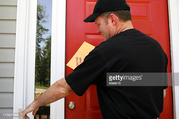 delivery - ringing doorbell stock pictures, royalty-free photos & images