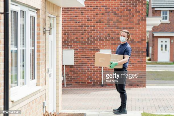 delivery to doorstep - coronavirus stock pictures, royalty-free photos & images