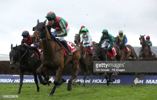 Dell'Arca ridden by Tom Scudamore rides in the Matchbook Betting Exchange Handicap Chase