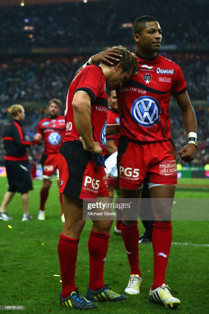 Delon Armitage (R) consoles his captain Jonny Wilkinson (L) of Toulon after their defeat during the Top 14 Final match between Castres Olympique and Toulon at the Stade de France on June 1, 2013 in Paris, France.