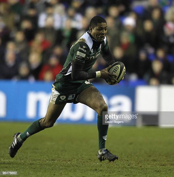 Delon Armitage of London Irish runs with the ball during the Guinness Premiership match between London Irish and Saracens at the Madejski Stadium on...