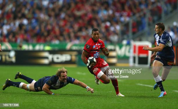 Delon Armitage of Toulon cuts between Antonie Claassen and Romain Martial of Castres Olympique during the Top 14 Final match between Castres...