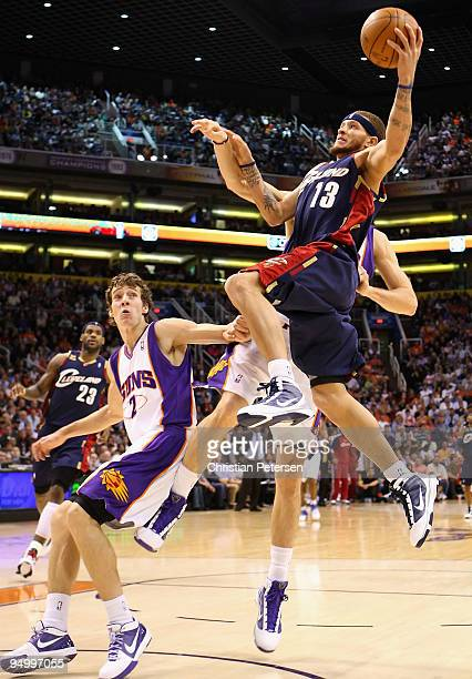 Delonte West of the Cleveland Cavaliers drives to the basket against Goran Dragic of the Phoenix Suns during the NBA game at US Airways Center on...