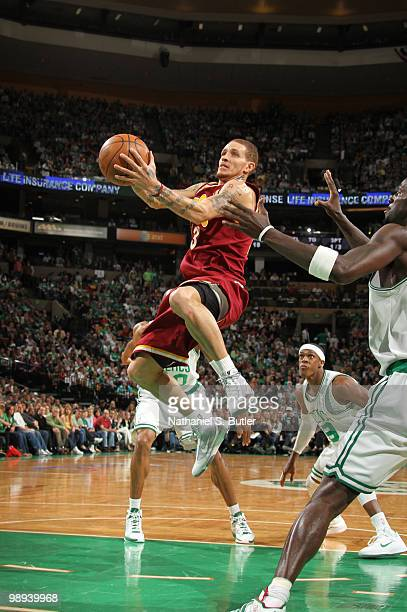 Delonte West of the Cleveland Cavaliers shoots against the Boston Celtics in Game Four of the Eastern Conference Semifinals during the 2010 NBA...