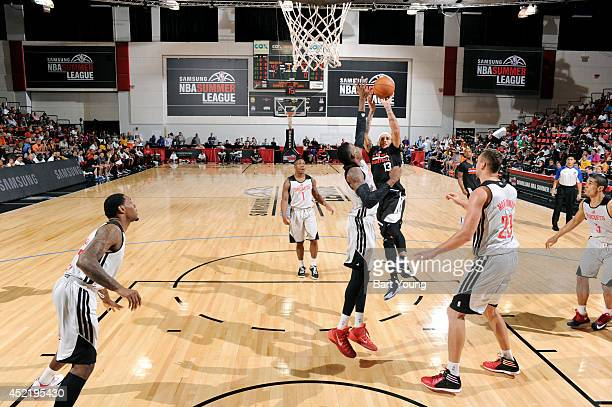Delonte West of the Los Angeles Clippers shoots against the Houston Rockets during the Samsung NBA Summer League 2014 on July 15 2014 at the Cox...
