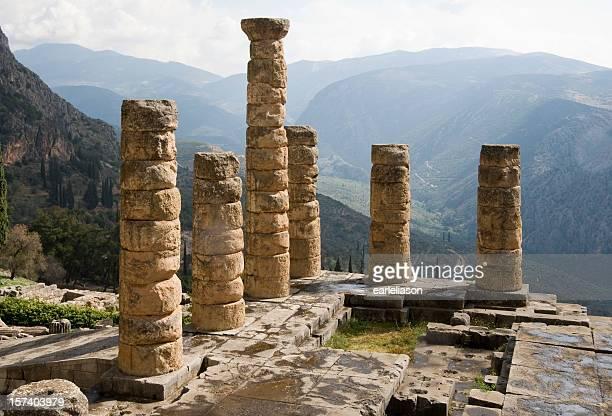 delphi: tempio di apollo - mitologia greca foto e immagini stock