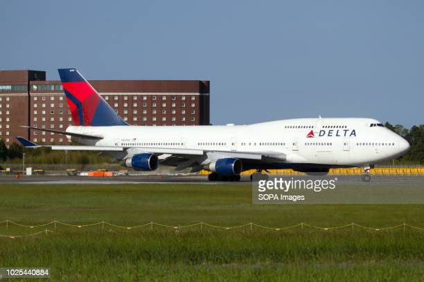 Delta Air Lines Boeing 747-400 ready to depart from Tokyo Narita airport.