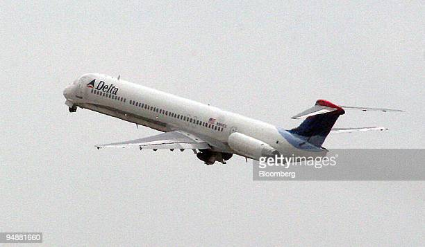 Delta Air Lines jet takes off from HartsfieldJackson International Airport in Atlanta Georgia Thursday September 22 2005 Delta Air Lines Inc the No 3...
