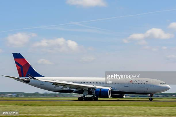 """delta airlines airbus a330 - """"sjoerd van der wal"""" or """"sjo"""" stock pictures, royalty-free photos & images"""