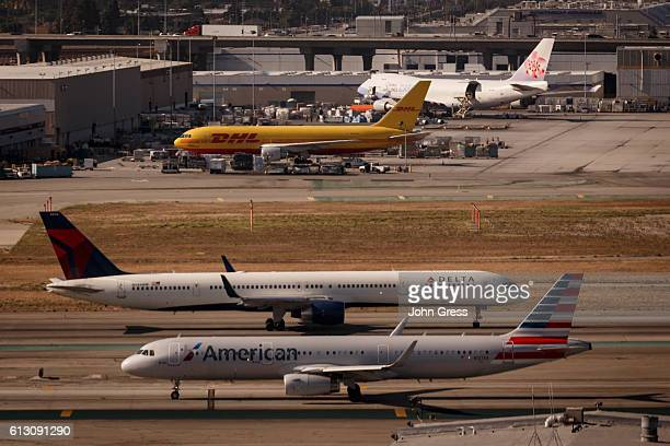 Delta Airlines Boeing 757 and an American Airlines Airbus A321 prepare for take off at Los Angeles International Airport May 22 2016 in Los Angeles...