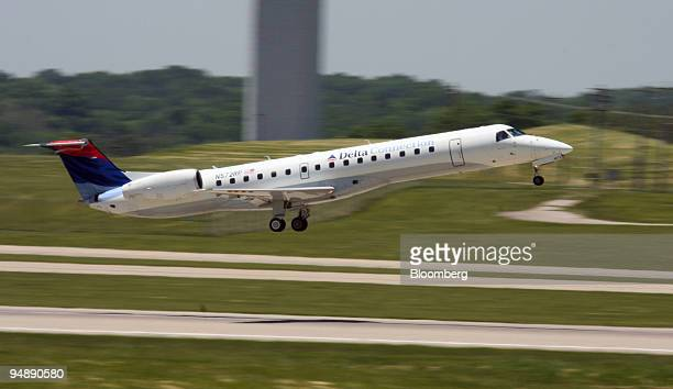 Delta Airlines jet takes off at the Greater Cincinnati Northern Kentucky Airport in Hebron Kentucky US on Wednesday May 28 2008 As Delta Air Lines...