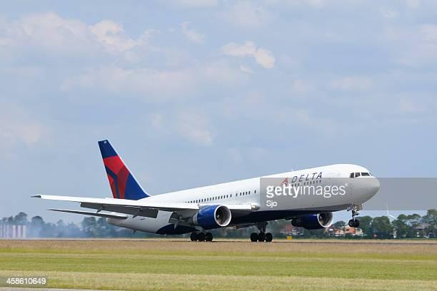 Delta airlines plane landing