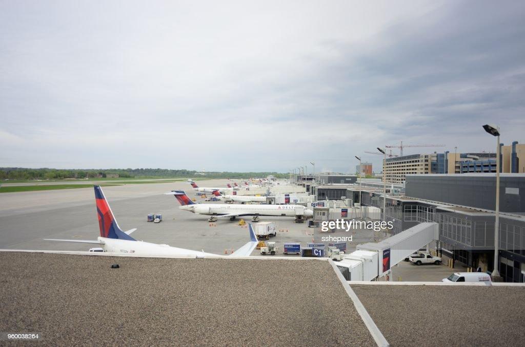 Delta-Flugzeuge am Minneapolis-St. Paul International Airport : Stock-Foto