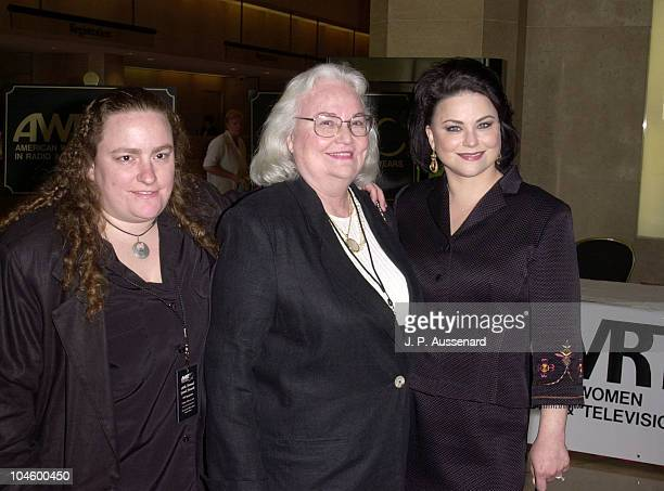 Familjefoto av skådespelerska,  regissör &  skrivare, gift med Gerald McRaney,  känd för Remington Steele, T.J. Hooker, DAG.