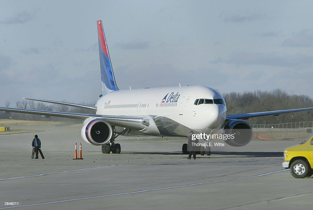 Airliner Escorted To Cincinnati Due To Suspicious Passenger Photos ...