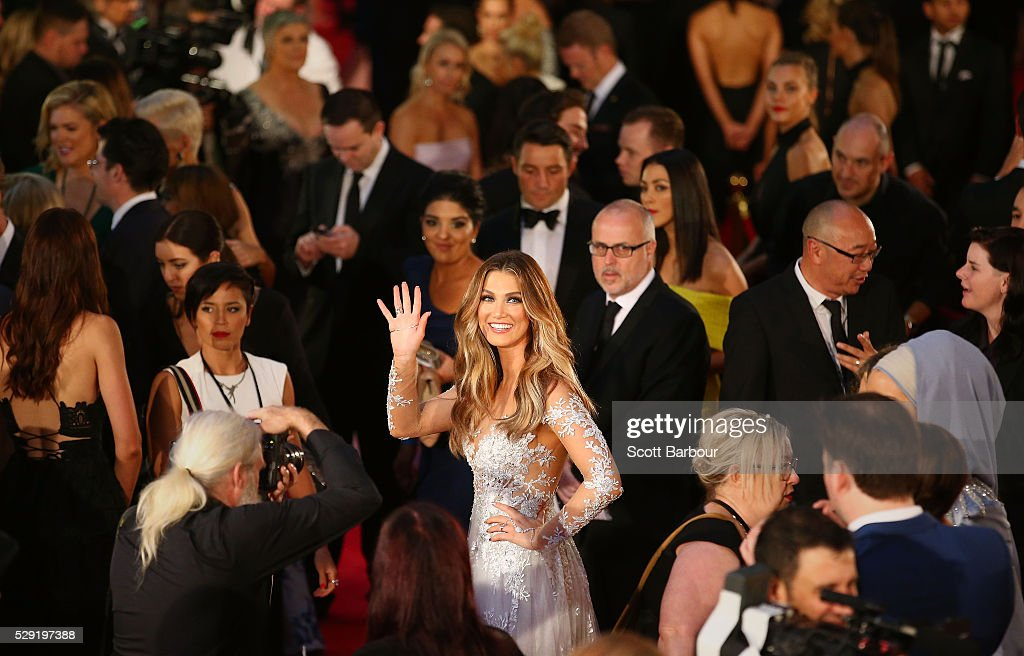 Delta Goodrem waves as she arrives at the 58th Annual Logie Awards at Crown Palladium on May 8, 2016 in Melbourne, Australia.