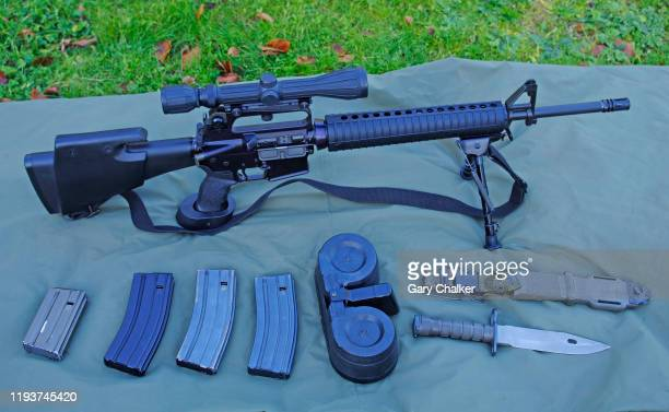 ar15 delta hbar rifle - ar 15 stock pictures, royalty-free photos & images