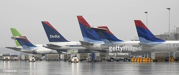 Delta planes wait at the gate at Atlanta Hartsfield Jackson International Airport November 15 2006 in Atlanta Georgia US Airways is attempting a...
