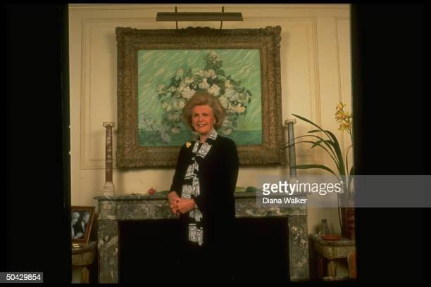 Dem fundraiser French Ambdesignate Pamela Harriman standing in front of Van Gogh ptg