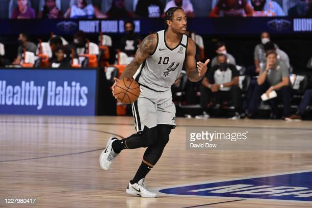 DeMar DeRozan of the San Antonio Spurs dribbles the ball against the New Orleans Pelicans on August 9, 2020 in Orlando, Florida at The Field House....