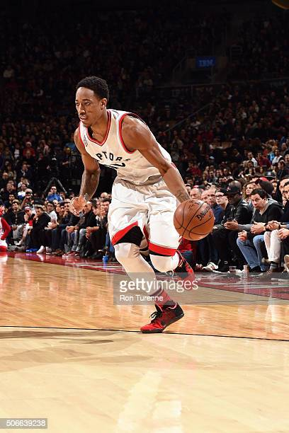 DeMar DeRozan of the Toronto Raptors drives to the basket during the game against the Los Angeles Clippers on January 24 2016 at the Air Canada...