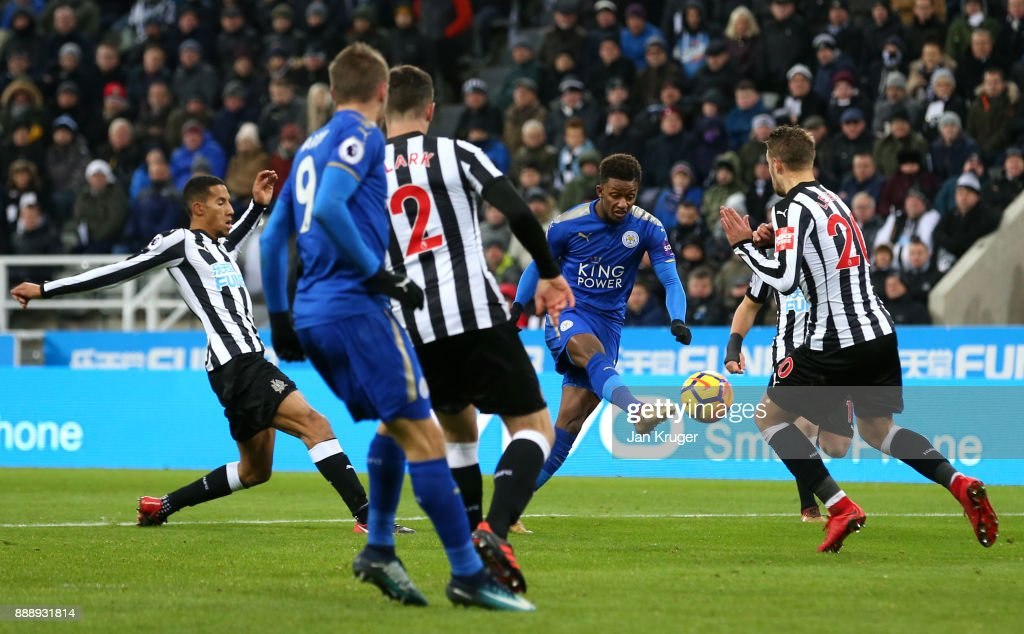 Demarai Gray of Leicester City scores the 2nd Leicester goal during the Premier League match between Newcastle United and Leicester City at St. James Park on December 9, 2017 in Newcastle upon Tyne, England.