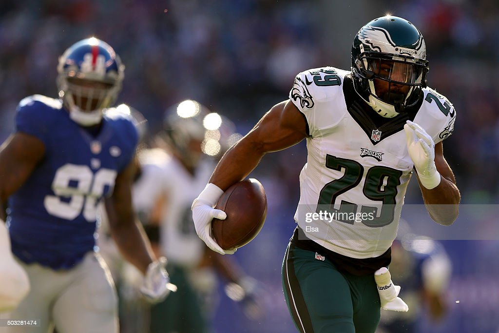 DeMarco Murray #29 of the Philadelphia Eagles runs the ball for a 54 yard touchdown in the first quarter against the New York Giants during their game at MetLife Stadium on January 3, 2016 in East Rutherford, New Jersey.